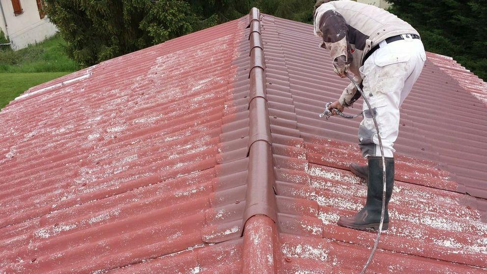 Nettoyage avant la peinture sur toiture